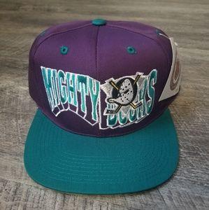 1990s Deadstock. Anaheim Mighty Ducks snapback